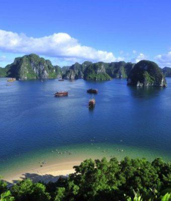 Hạ Long nhìn từ đảo titop