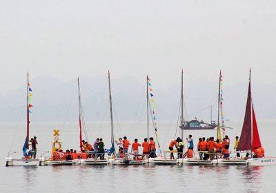 Trải nghiệm thuyền buồm trên vịnh Hạ Long